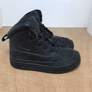 Nike Woodside 2 boot Triple Black youth size 2Y